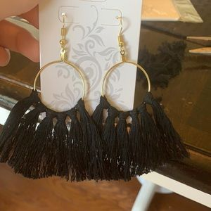 Jewelry - Medium tassel earrings